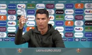 Cristian Ronaldo Menyarankan Fans Minum Air